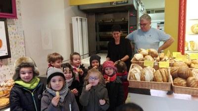 la-providence-centre-sortie-a-la-boulangerie-chez-benoit-et-carole-pour-decouvrir-comment-preparer-une-galette-des-rois