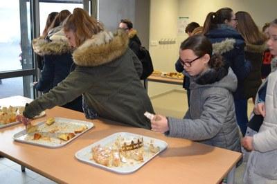 college-st-paul-les-collegiens-partagent-la-galette-des-rois